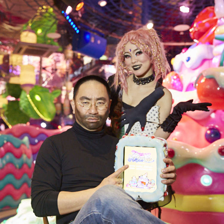 If the real Steve Jobs came back to life, Japanese comedian RG Jobs would introduce him to... KAWAII MONSTER CAFE (Video)