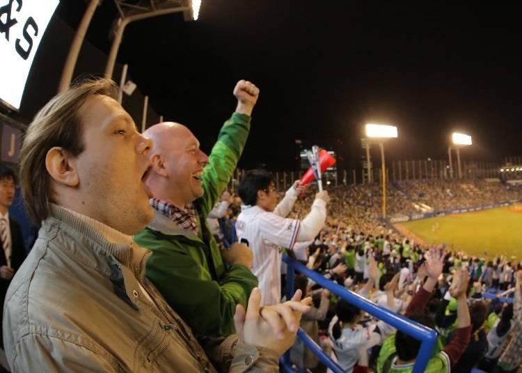 ファンが一体となってゲームを応援する観戦スタイル