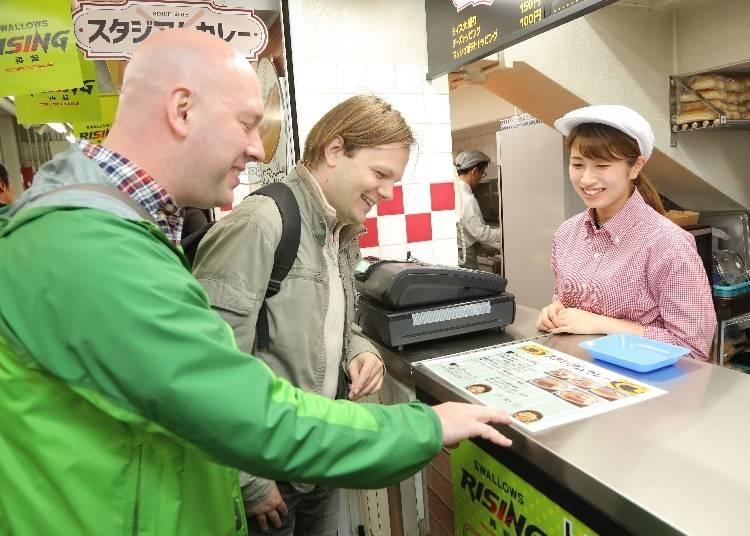 日本のファーストフードを食べながらの観戦は最高!