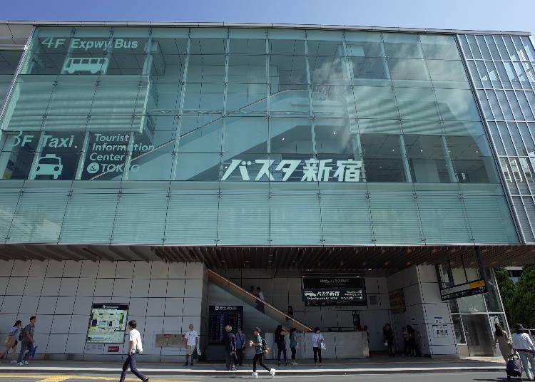 1. 新宿高速巴士總站就位在JR新宿站「南口」的前方,直接與「新南改札出口」相連!