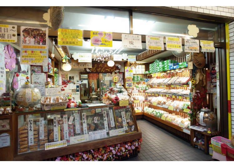 グルメスポット②三ノ輪橋:本物の手焼き煎餅を味わうなら「桜せんべい」