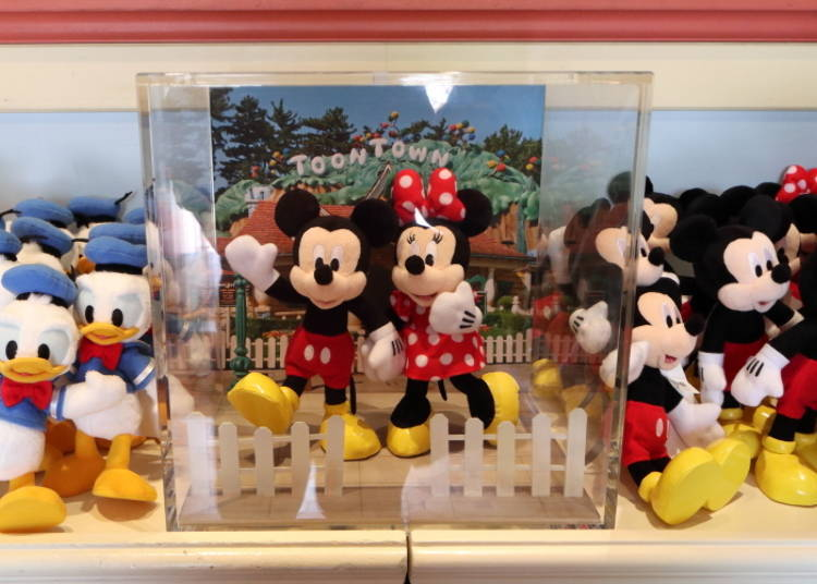 Mickey & Minnie Posing Plushie: Create Stunning Poses! (2,200 yen each)