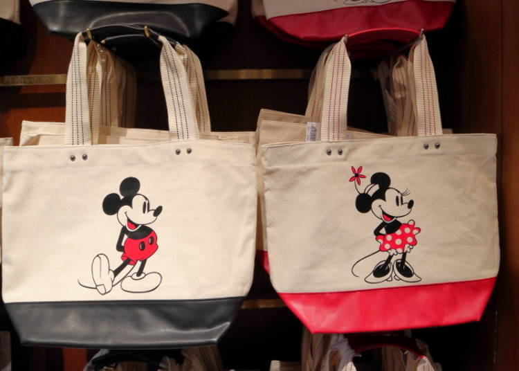 Mickey and Minnie Tote Bags: So Big, it Fits Everything You Need! (2,600 yen each)