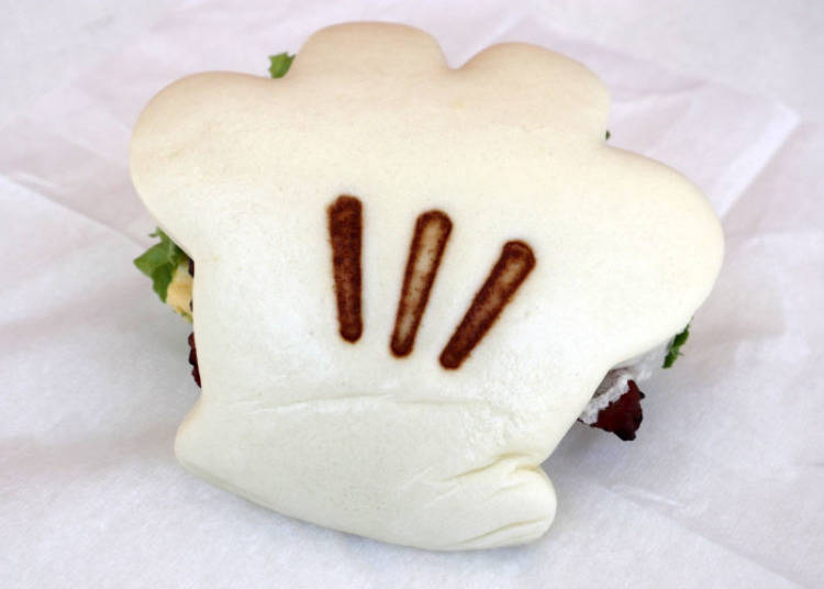 Mickey Hand-Shaped Sandwich, Glove-Shaped Roasted Kung Pao Chicken (with Egg), 550 yen