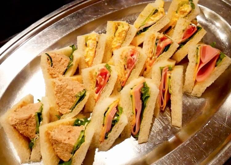 用料超豐富的四種口味總匯三明治(ミックスサンドイッチ)