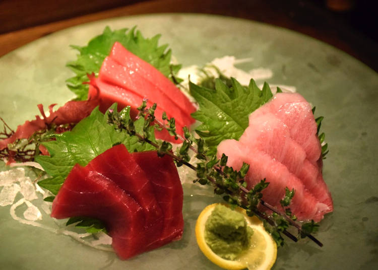 Many Fresh Seafood Options Including Tuna and Crab!