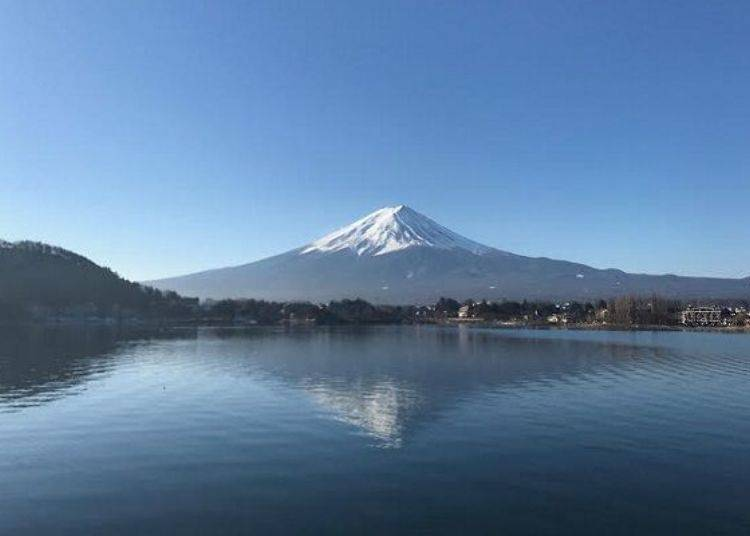 Lake Kawaguchi has a Number of Sightseeing Spots Offering Grand Views