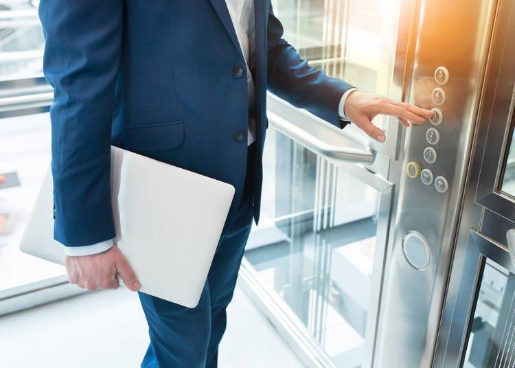 下電梯時多為男士優先?