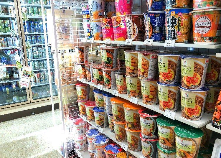杯麵區滿滿的「熱銷商品」,個個勢均力敵