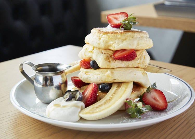Fresh Berry Ricotta Pancakes (1,490 Yen): Fluffy Like a Cloud!