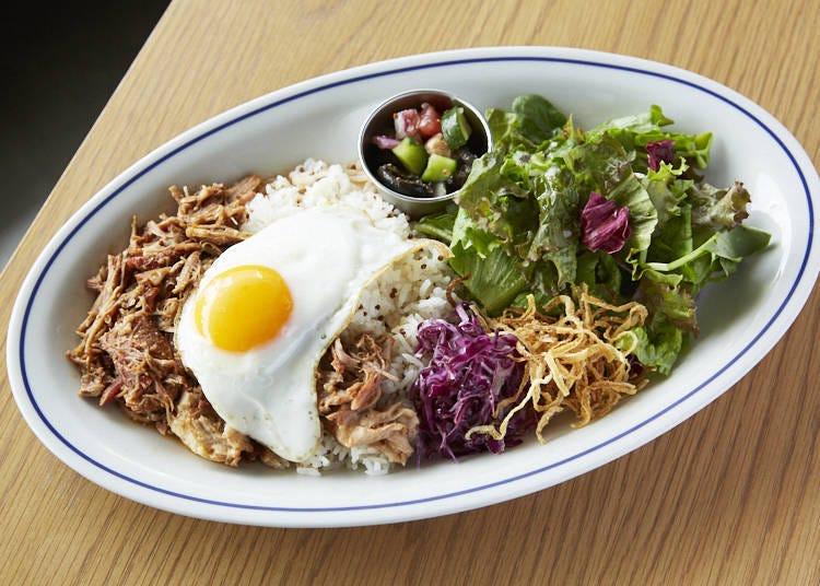 미국식 바비큐를 간편하게 즐겨 보자! 풀드포크의 키누아 라이스 플레이트(1290엔)