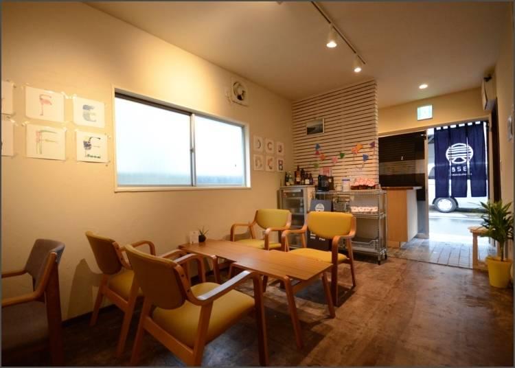 2. 328 Hostel & Lounge