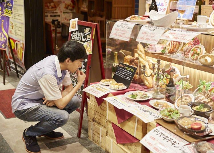 いざ、入店!店名を冠した「ジャクソンステーキ」をオーダーし、パン食べ放題に挑む!