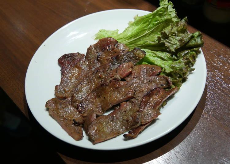 今日のお肉は、肉厚な「特製たれ仕込み牛たん焼き」から!