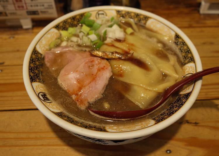 Sugoi! Niboshi Ramen Nagi: Original ramen flavor in a Golden Gai atmosphere!