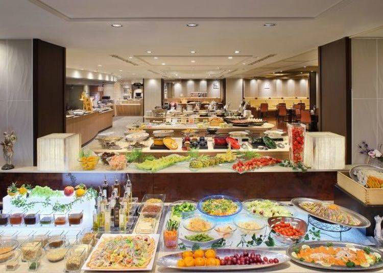 A Rich Buffet with 100 Delicacies from Both Japanese and Western Cuisine!