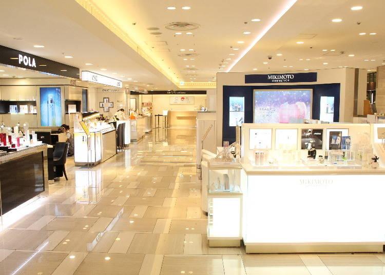長年愛されている化粧品や高級ブランドのショップが豊富
