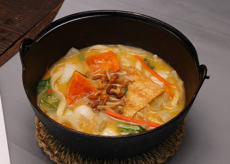 Hoto Fudo (Kawaguchiko Ekimae shop): Popular for its miso soup loaded with delicious ingredients
