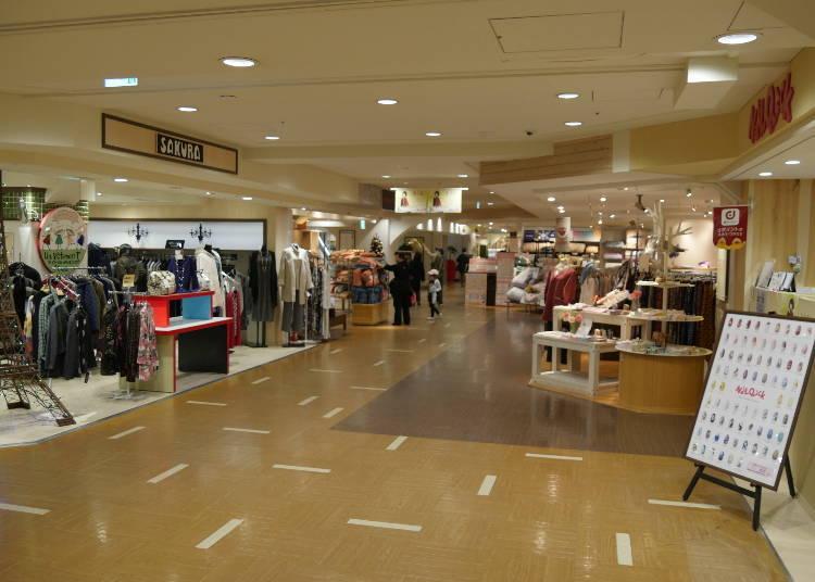 4층은 여성 패션&잡화 플로어!
