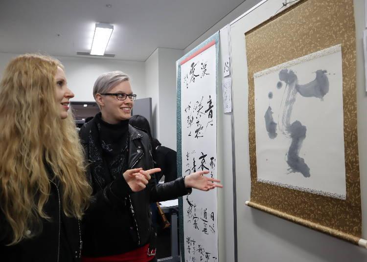 日本文化の紹介も、書道体験に挑戦!