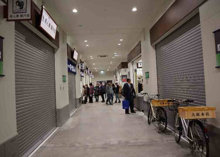 ④ The market opens early in the morning!