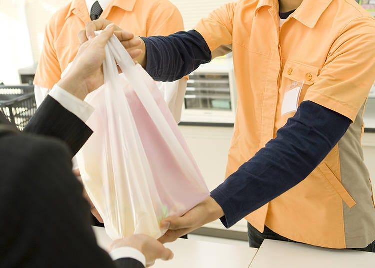 8. 袋はお分けしますか? (후쿠로와 오와케 시마스까?) 봉투를 나누어서 따로따로 넣어드릴까요?