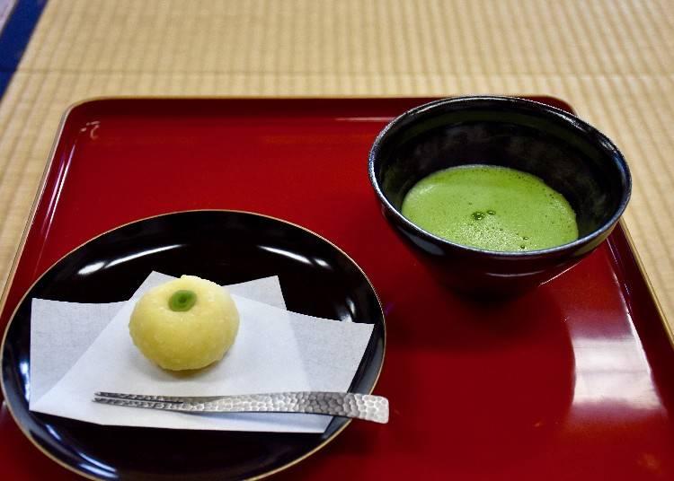 【寺カフェ 岫雲(しゅううん)】檜原の山と枯山水を眺めながら、和菓子を食す