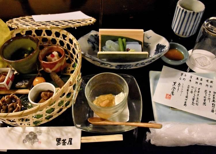 【黒茶屋】紅葉を望みながら、里山料理のていねいな味を堪能する