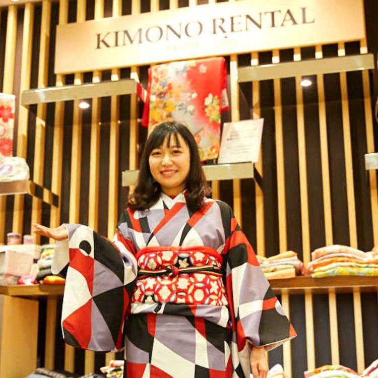 きものにヨガ、和菓子も!中国人女性が「新宿タカシマヤ」で初体験だらけの1日観光