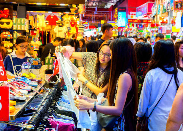Japanese 101: Helpful Phrases to Know Before Going Shopping for Clothes
