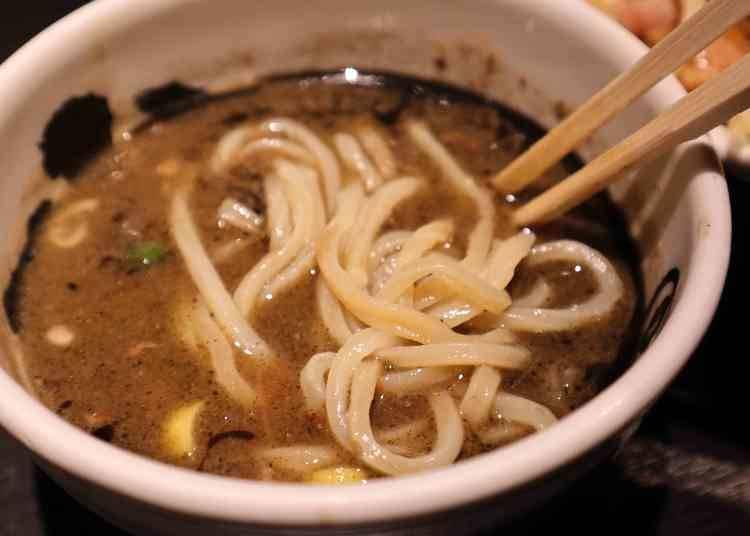 品嘗蘸麵美味的重點!麵條要冷盛&湯頭品嘗到最後一口!