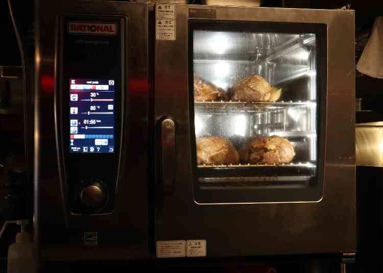 賣點為在店內整整花費3天所精心調製製作的烤五花肉厚片!