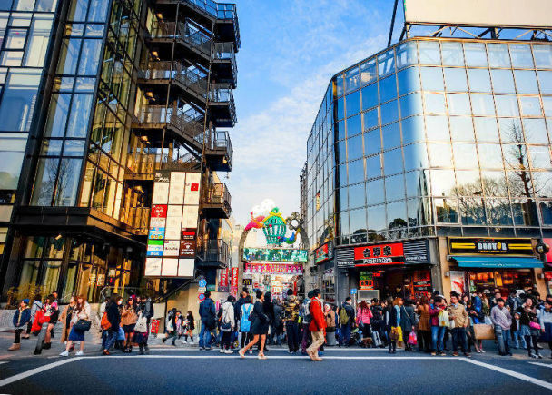 15. Enjoy a whirlwind 48 hour tour which includes Shibuya