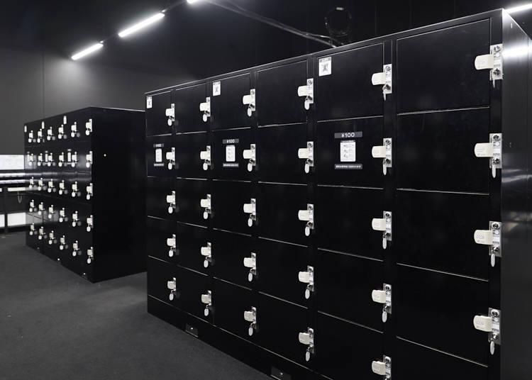 2: Use a locker to travel light!