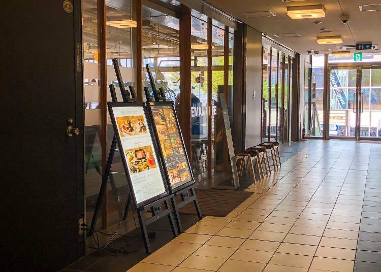 駅直結で女性のおひとり様も多い「FREEMAN CAFE」