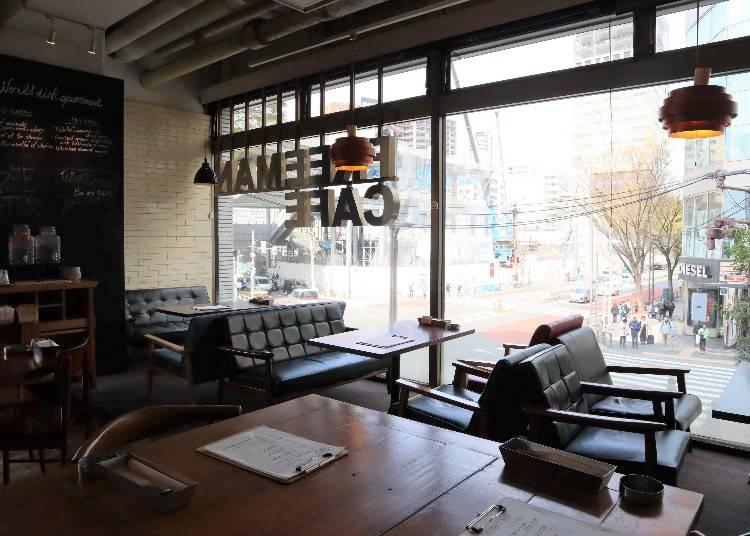 ビジネスマンも御用達、グループでも利用しやすい「FREEMAN CAFE」