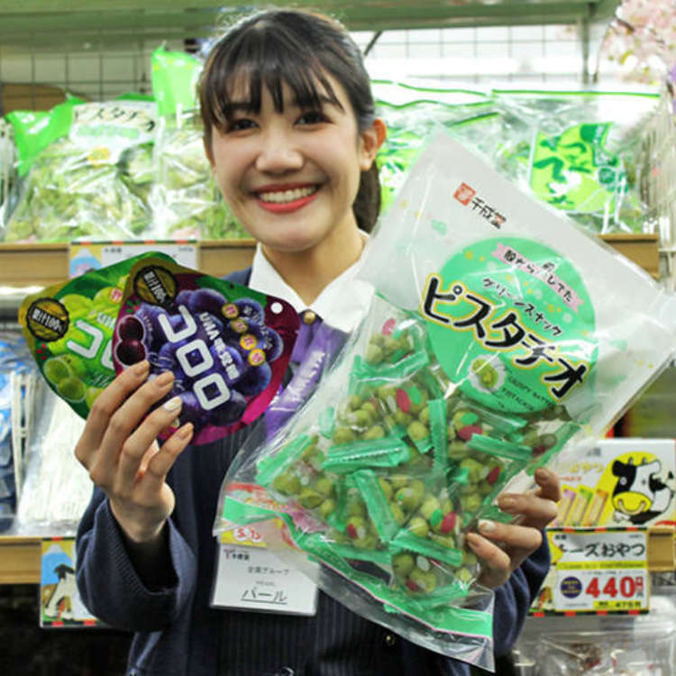 Ueno Discount Shopping: Travelers Reveal Favorite Souvenirs at Huge Tokyo Bargain Store!