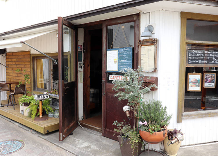 ■DAYS386 Cafe & Diner, located on the corner of Hayama City