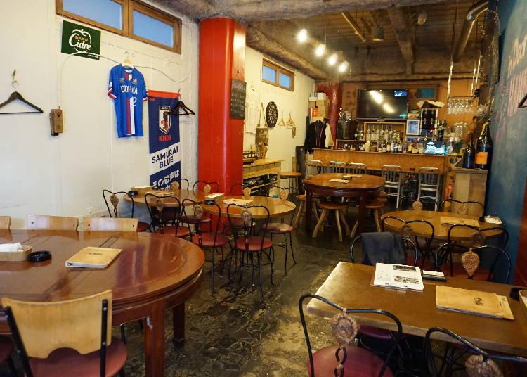 多国籍料理を扱う老舗スポーツバー「オリエンタルテーブル」
