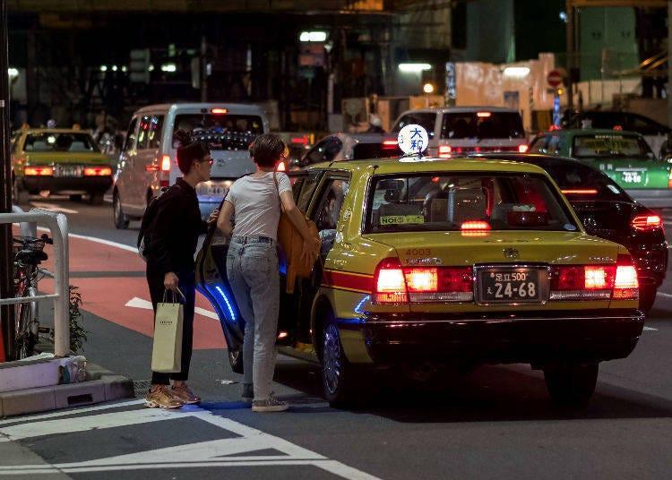 タクシーから降りるとき自動で開くまで待ってる!