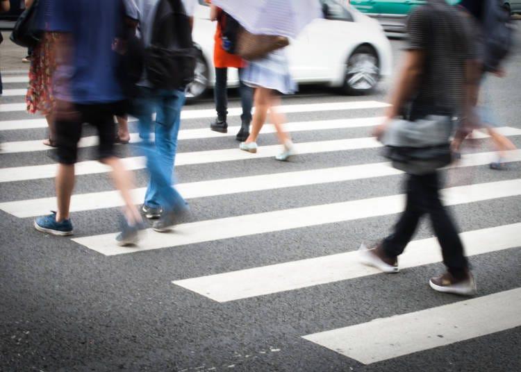 歩行者として堂々と道を渡る!