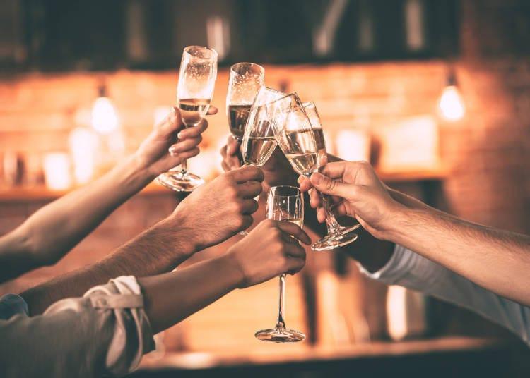 먼저 마시면 안된다! 모두의 술이 도착하면 다 함께 건배!