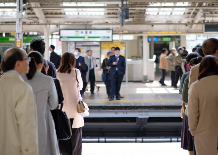 日本人は電車に乗るとき、きちんと整列するのにビックリ!