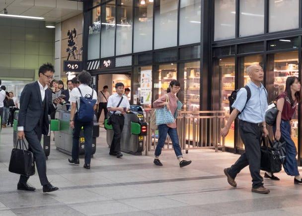 「中央改札」からは大型複合商業施設「ヨドバシマルチメディア Akiba&トリムアキバ」へ