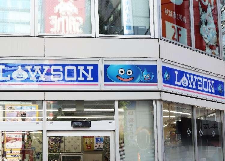 """หากคุณกำลังมองหาของฝากในย่านอากิฮาบาระอยู่ละก็ ต้องร้านนี้เลย! """"ร้าน โดราคุเอะ ลอว์สัน (Dragon Quest Lawson)"""" และ """"ร้าน เดอะ อากิบะ (The AkiBa)"""" แหล่งรวมสินค้ายอดนิยมที่แม้แต่ในโซเชียลมีเดียยังต้องพูดถึง"""