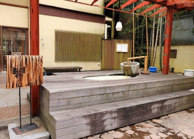 ■Enjoy local specialties while soaking your feet at Yubadon Naokichi's footspa