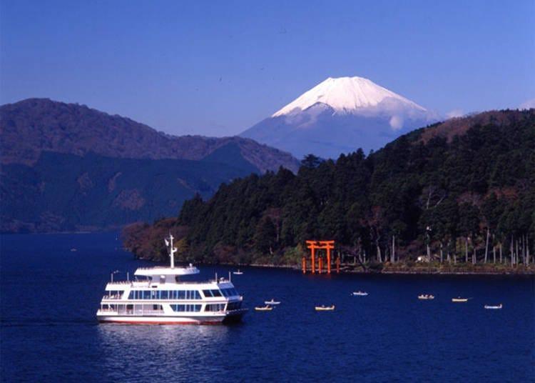 ■欣赏航行于芦之湖上的「游览船」、「海盗船」