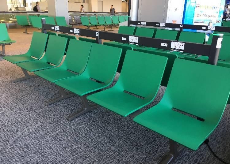 成田機場也備有免費WiFi!還有貼心的充電服務