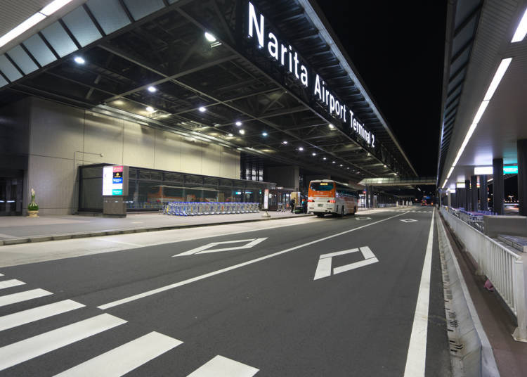 What kind of express buses run from Narita International Airport to Tokyo?