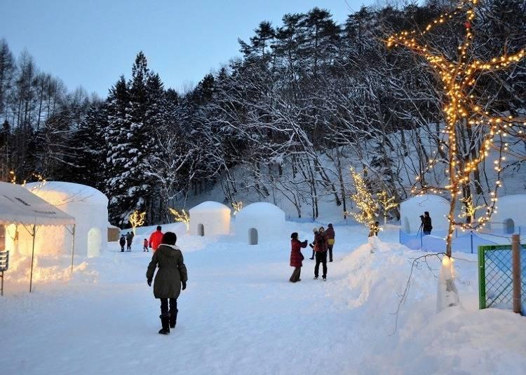 겨울에는 환상적인 빛으로 힐링하는 '유니시가와 온천 가마쿠라 마츠리'